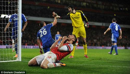 Bị Henry chê tơi tả, Giroud đáp trả nặng lời - 1