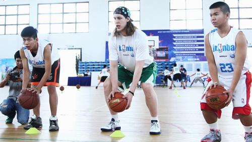 Siêu sao bóng rổ nhà nghề Mỹ đến Việt Nam - 2
