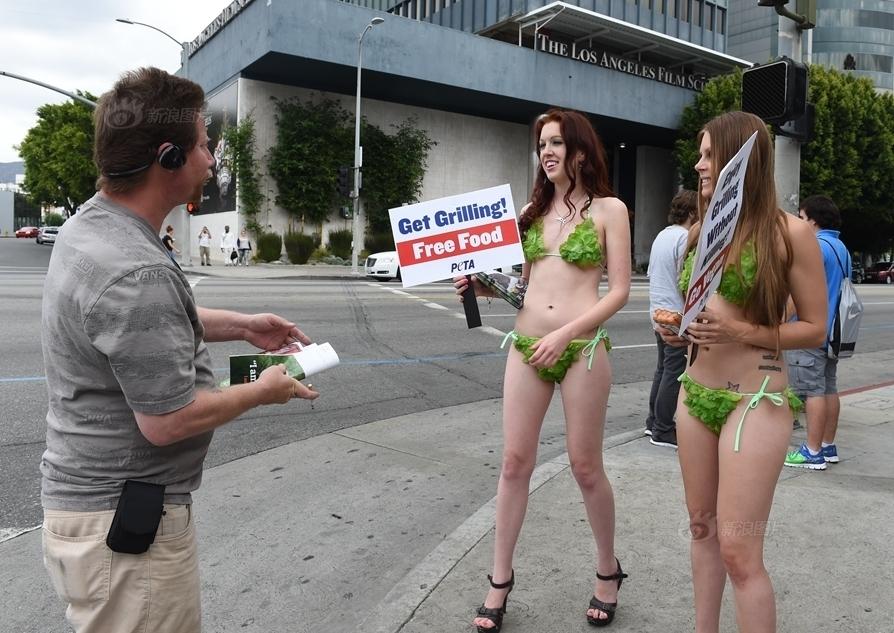 Gái xinh diện bikini rau xuống phố kêu gọi ăn chay - 1