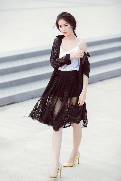 Á hậu Diễm Trang bất ngờ sexy với váy 2 dây - 3