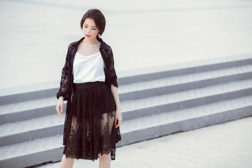 Á hậu Diễm Trang bất ngờ sexy với váy 2 dây - 4