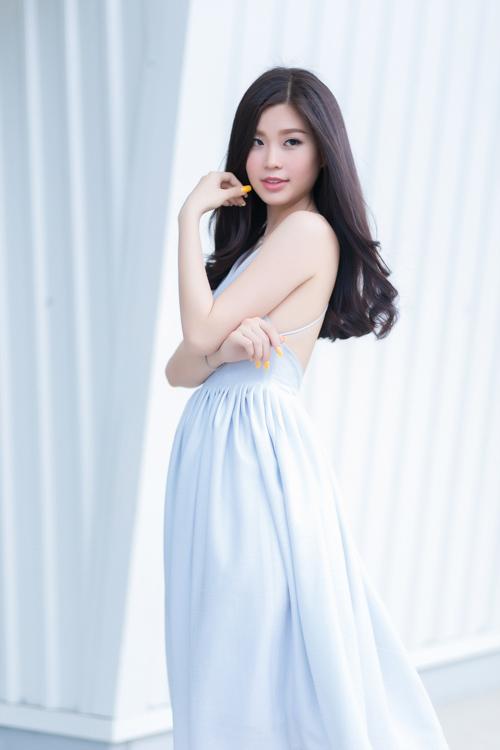Á hậu Diễm Trang bất ngờ sexy với váy 2 dây - 1