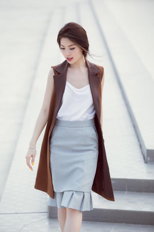 Á hậu Diễm Trang bất ngờ sexy với váy 2 dây - 7