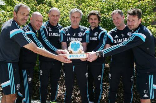 """9 năm, Mourinho mới nhận danh hiệu """"HLV hay nhất NHA"""" - 1"""