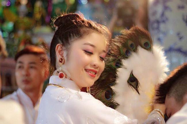 Mỹ Hoa sinh ra và lớn lên tại thị xã Từ Sơn, Bắc Ninh