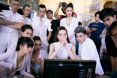 MV của Hà Hồ lập kỷ lục giữa scandal tình cảm - 6