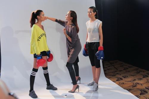 Thanh Hằng đi chân đất dạy thí sinh Top Model đấm bốc - 6