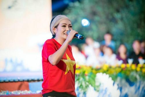 Vẻ đẹp rạng rỡ của á hậu Tú Anh- đại sứ SEA Games 28 - 2