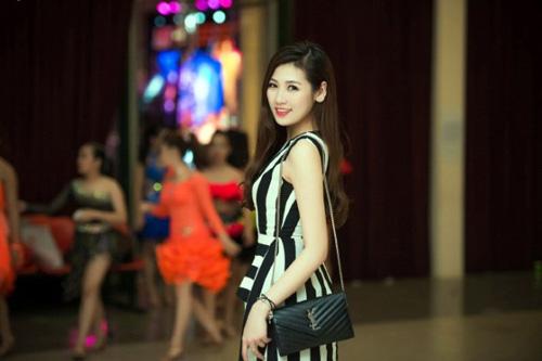 Vẻ đẹp rạng rỡ của á hậu Tú Anh- đại sứ SEA Games 28 - 5