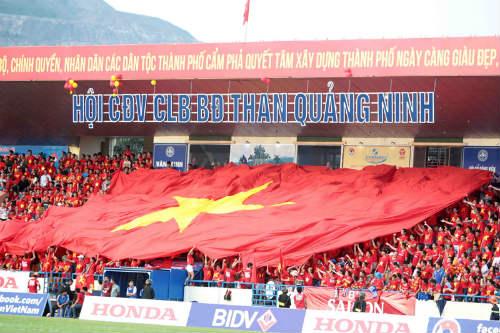 """CĐV Quảng Ninh """"cuồng nhiệt"""" cổ vũ U23 Việt Nam - 1"""