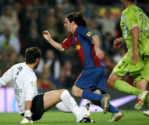 Công Phượng solo ghi bàn tái hiện siêu phẩm của Messi - 2