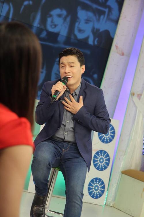Lam Trường bồi hồi hát tặng cha trên sóng truyền hình - 2