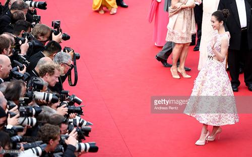Hàng loạt mỹ nhân Á bị yêu cầu rời thảm đỏ Cannes - 5