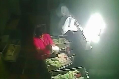 Nữ y tá hành hạ, cắn em bé bốn ngày tuổi vì khóc quá nhiều - 3