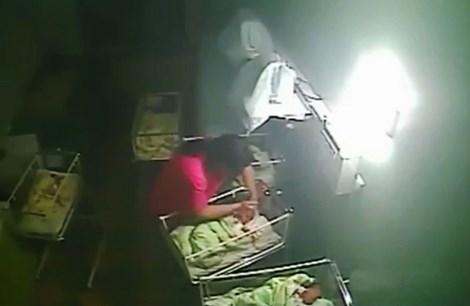 Nữ y tá hành hạ, cắn em bé bốn ngày tuổi vì khóc quá nhiều - 2