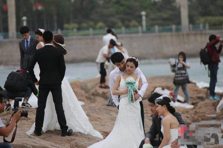 """Hàng trăm cặp đôi đổ xô chụp ảnh cưới ngày """"anh yêu em"""" - 3"""