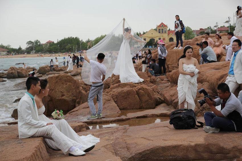 """Hàng trăm cặp đôi đổ xô chụp ảnh cưới ngày """"anh yêu em"""" - 2"""