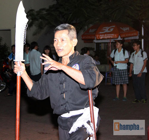Võ sư một chân sáng bán báo, tối dạy võ ở Sài Gòn - 8