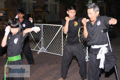 Võ sư một chân sáng bán báo, tối dạy võ ở Sài Gòn - 1