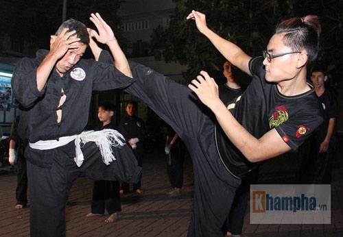 Võ sư một chân sáng bán báo, tối dạy võ ở Sài Gòn - 11