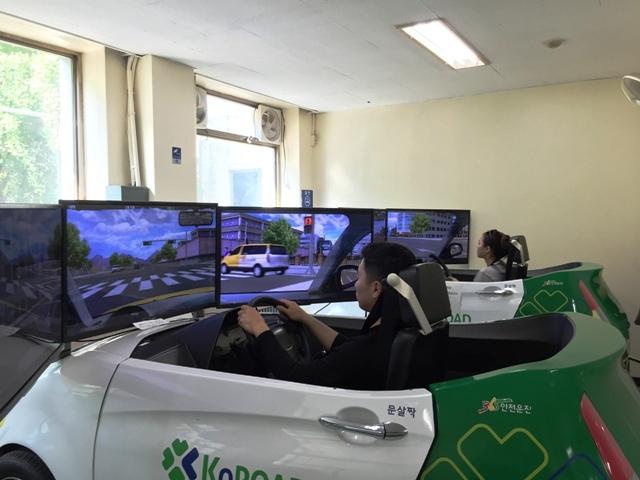 20 năm trước Hàn Quốc đã cấp bằng lái xe số tự động - 2
