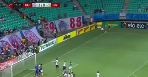 SAO Brazil đá phạt góc ghi bàn giống nữ tuyển thủ VN - 1