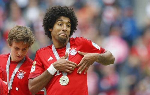 """Cầu thủ Bayern """"tắm bia"""" trong ngày nhận Đĩa bạc - 5"""