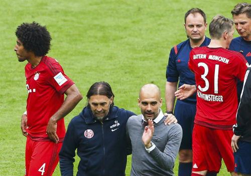 """Cầu thủ Bayern """"tắm bia"""" trong ngày nhận Đĩa bạc - 4"""