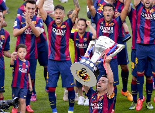 """Barca """"mở hội"""" nhận cúp, tri ân Xavi - 13"""