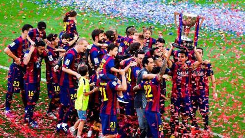 """Barca """"mở hội"""" nhận cúp, tri ân Xavi - 15"""