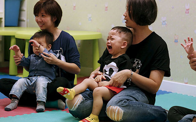 Trẻ em Hong Kong miệt mài luyện thi vào... mầm non - 1