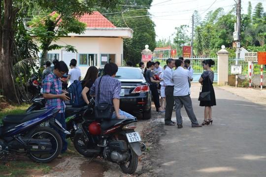 Học sinh bị áp giải tại trường được tạm hoãn thi hành án - 2
