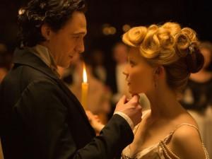 Tom Hiddleston ma mị và quyến rũ trong phim kinh dị mới
