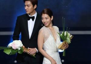 """Lee Min Ho và người tình màn ảnh ẵm giải tại """"Oscar Hàn"""""""