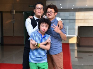"""""""Doraemon tóc xù"""" cổ vũ bạn thân U40 thi hát"""