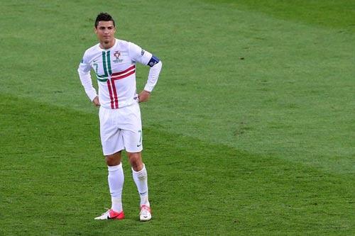 """Bị chế giễu, Ronaldo """"công kích"""" Messi - 1"""
