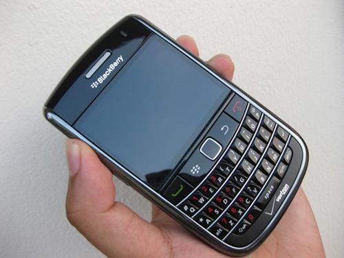 Blackberry 9650 giá 1,3 triệu đồng hút khách - 2