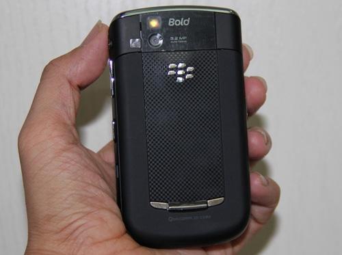 Blackberry 9650 giá 1,3 triệu đồng hút khách - 4