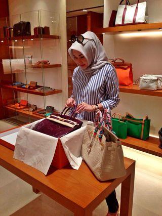 Kho túi tiền tỷ của quý cô đạo Hồi mê hàng hiệu - 18