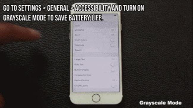 2. Bật chế độ Grayscale để tiết kiệm pin  Bạn có thể vào Settings  >  Genneral  >  Accessibility  >  bật chế độ Grayscale để tiết kiệm thời lượng pin cho chiếc iPhone của mình.