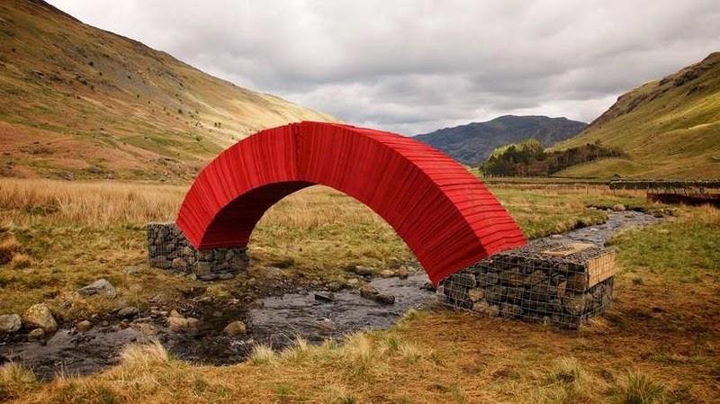 Độc và lạ cây cầu làm bằng giấy người có thể đi qua - 5