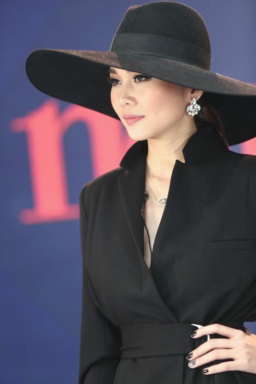 Thời trang hàng hiệu của Thanh Hằng trên ghế nóng - 21