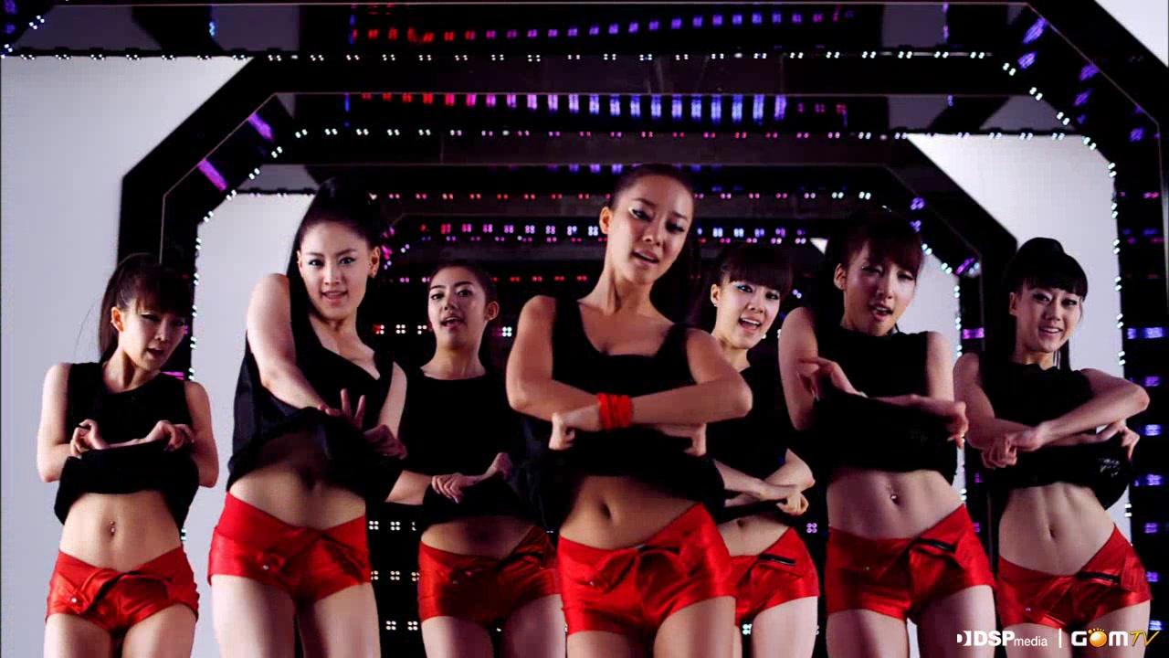 Bóc trần bí quyết tạo cơ bụng giả của mỹ nam mỹ nữ Hàn - 6