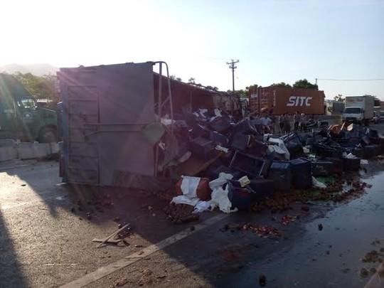 Xe tải gây tai nạn kinh hoàng, 4 người thương vong - 2