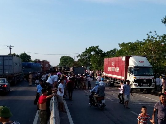 Xe tải gây tai nạn kinh hoàng, 4 người thương vong - 3