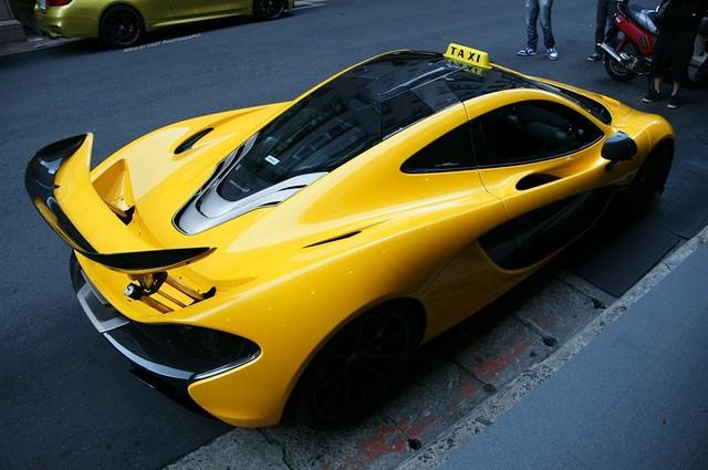 Đại gia chơi trội: Biến siêu xe thành taxi - 2