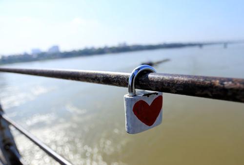 Khóa tình yêu ở Hà Nội bị phá trước cả Paris - 4