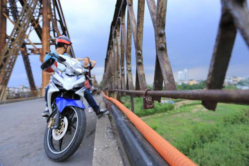 Khóa tình yêu ở Hà Nội bị phá trước cả Paris - 13
