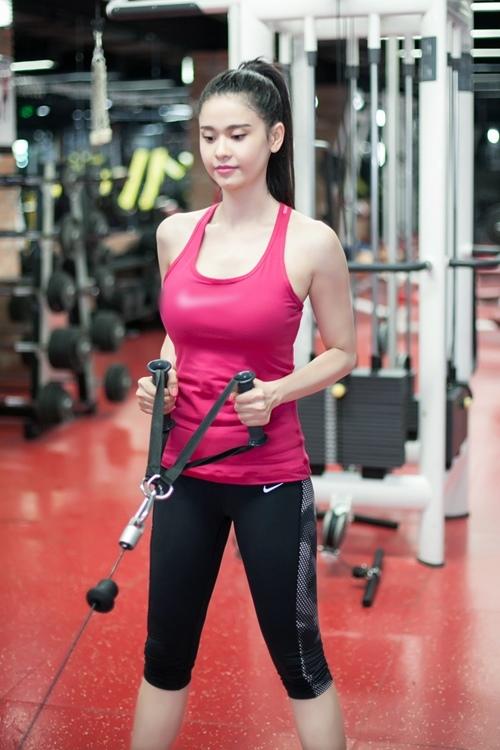 Ngắm Trương Quỳnh Anh gợi cảm tập gym - 7