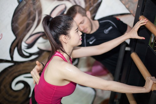 Ngắm Trương Quỳnh Anh gợi cảm tập gym - 9